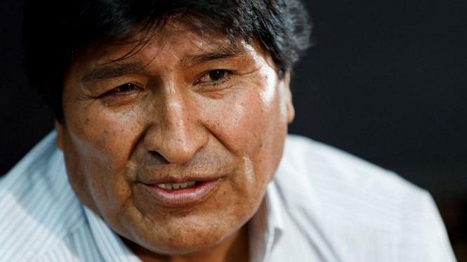 """Abucheos, insultos y huevazos contra Evo Morales en Bolivia: le gritaron """"pedófilo"""" y """"violador"""""""