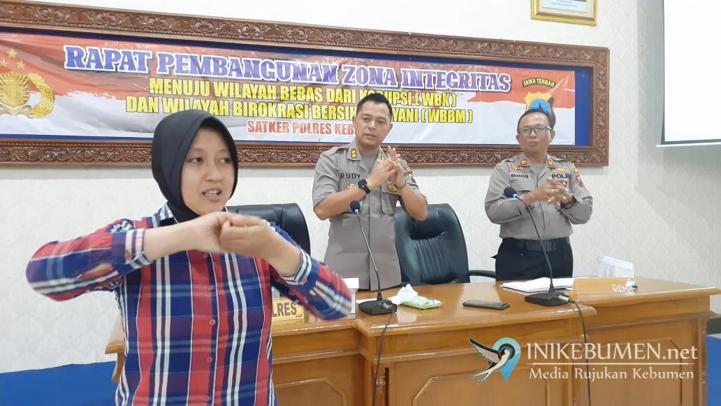 Marak Wabah Korona, Polisi Kebumen Diajari Cara Cuci Tangan Sesuai Standar WHO