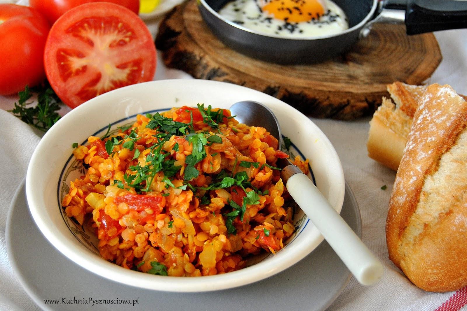 655.Soczewica z pomidorami i jajkiem na śniadanie