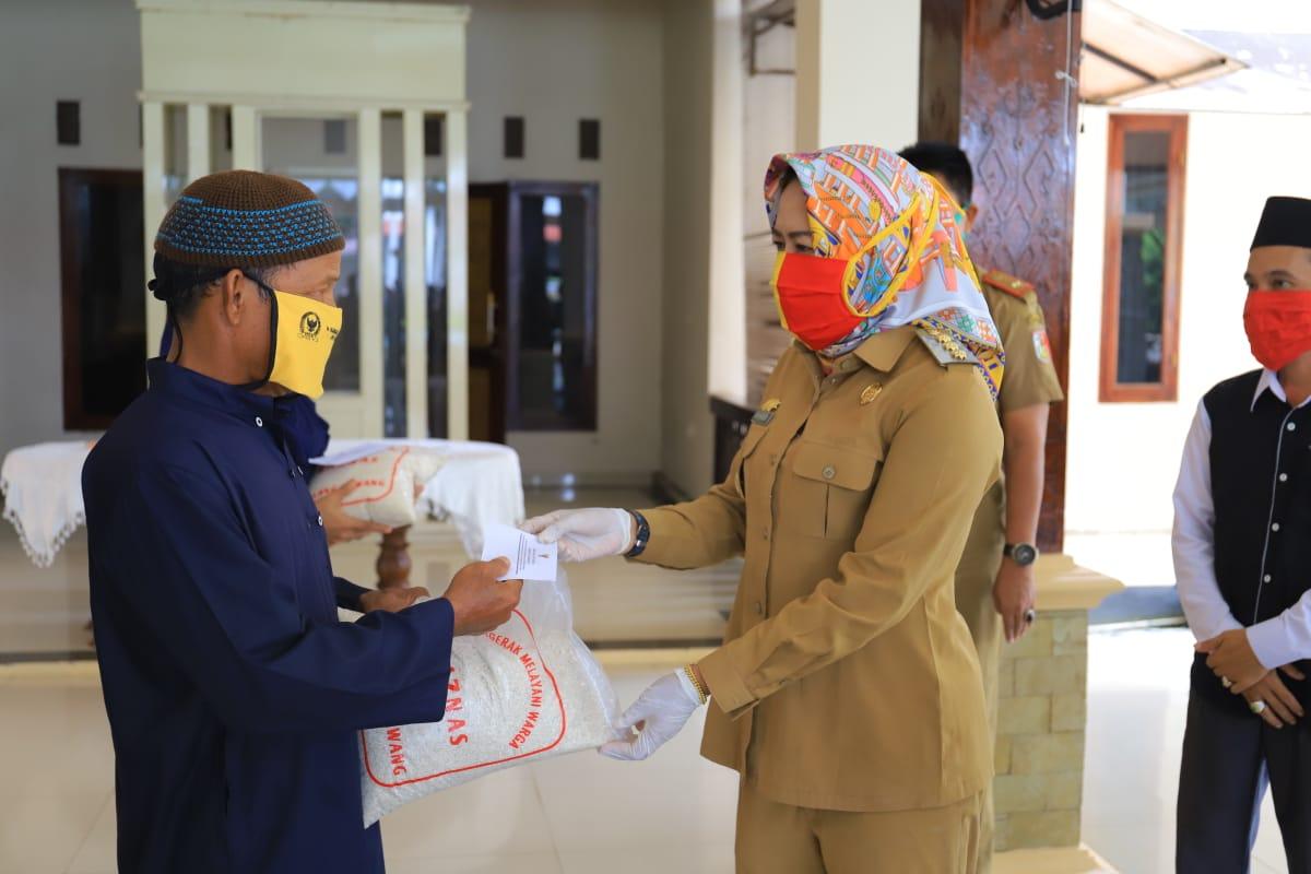 Baznas Berikan Bantuan Sembako untuk Guru Honorer se- Kabupaten Tulang Bawang