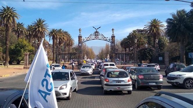 Masivo caravanazo de estatales en Mendoza contra del decretazo de Suarez