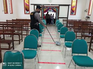 Jelang Malam Natal Polres Jelang Malam Natal Polres Lumajang Sterilisasi Gereja