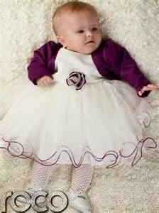 gambar bayi perempuan memakai gaun