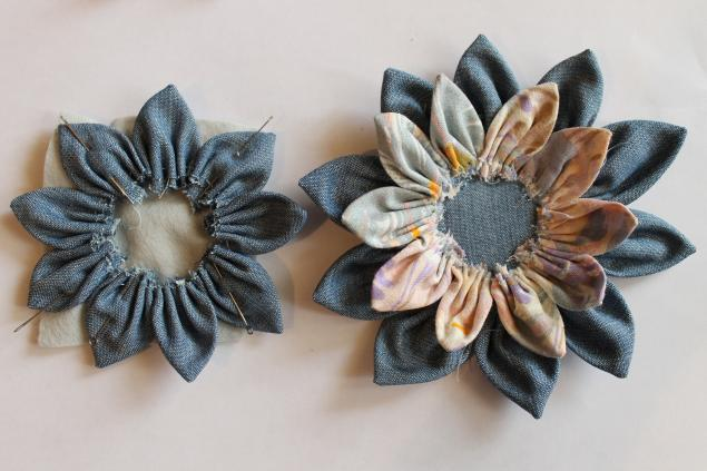 Flower on a bag of jeans and cotton. DIY Tutorial
