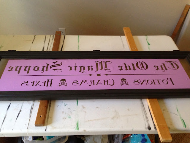 how to make a sign, tutorial, repurposed hutch, repurposed hutch door, chalk paint, ascp, graphite, halloween decorations, halloween decor, halloween sign, sign, holiday, diy, chalk paint, vinyl lettering, annie sloan