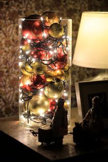10 Πανεύκολες κατασκευές  με Χριστουγεννιάτικα λαμπιόνια