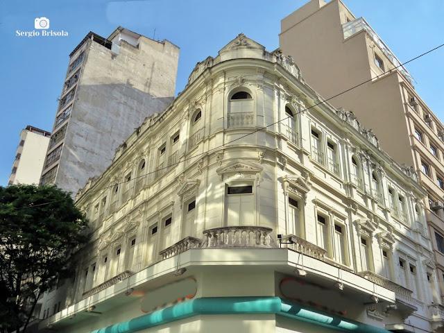 Vista ampla de uma Edificação antiga na Rua Direita - Centro - São Paulo