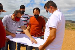 Prefeito de Picuí e equipe técnica vistoriam terreno onde o novo abatedouro público será construído
