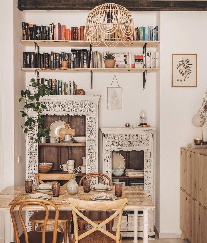 Librería artesanal pintada a la tiza