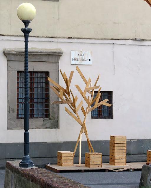 A tree of wood, Scali degli Isolotti, Livorno