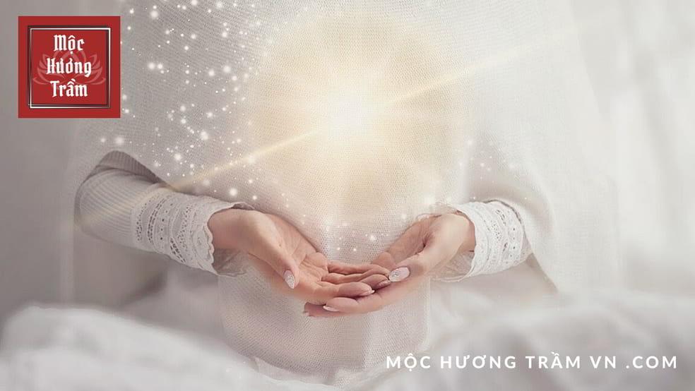 Ứng dụng của Trầm Hương và Đàn Hương trong tâm linh tôn giáo