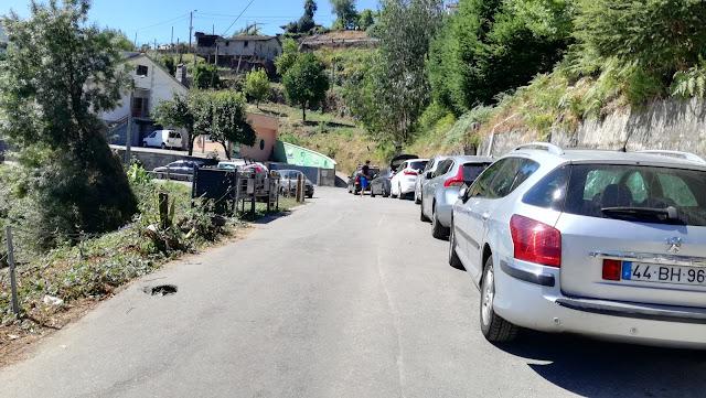 Estacionamento do lado da estrada