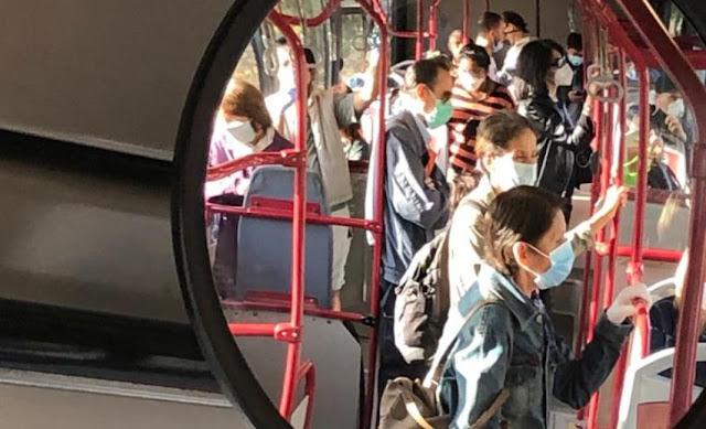 Atac, bus affollato con mascherine
