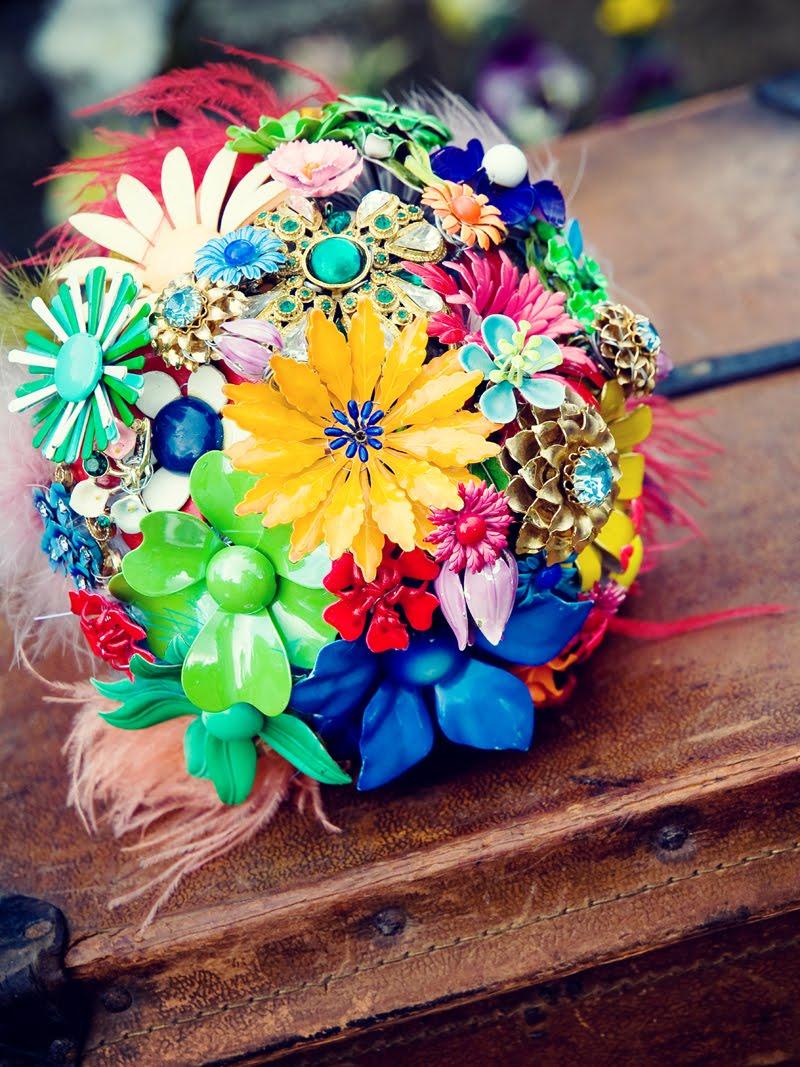 Vintage brooch wedding bouquet