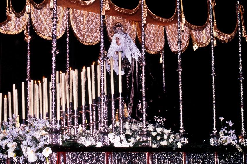 Paso de Virgen de la Soledad. Real cofradía de Minerva y Vera Cruz. León. Foto Revista Minerva y Vera Cruz, 2005. pág 29.