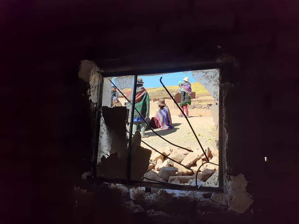 Viviendas de los pobladores atacados quedaron destrozadas por las piedras / RIMAY PAMPA