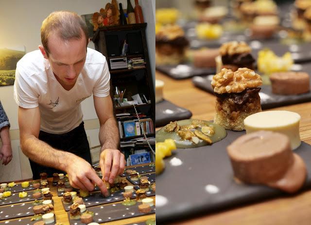 Winzer Johannes Forster beim Anrichten eines Desserts.