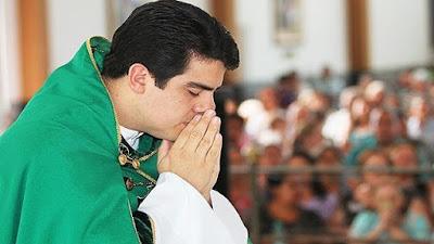 imagem do Padre Robson de Oliveira
