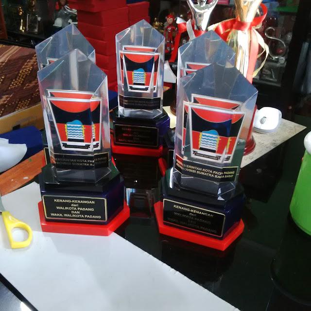 Kepengin Priksa Acrylic Plaques Plakat Alok Pilih Center plakat-trophy.com