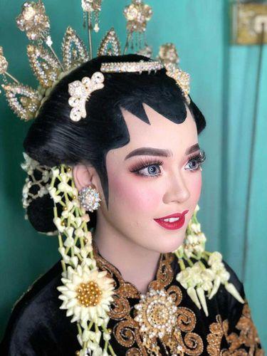 Viral pengantin yang viral di TikTok. Foto: Dok. pribadi Yeni Yusmarlina