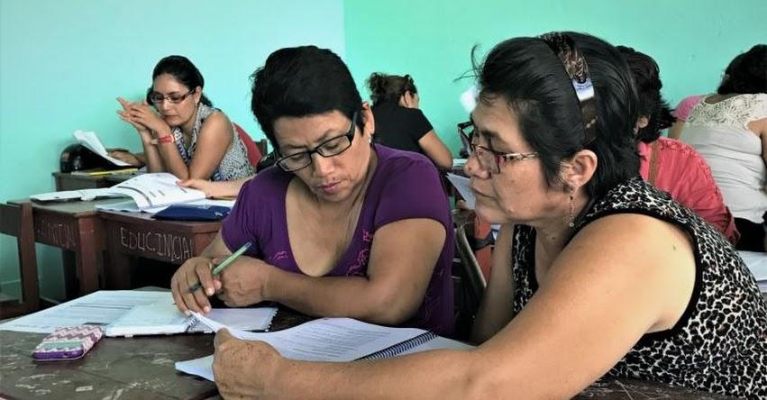 Docentes y directores de programa Amazonía Lee validan materiales educativos