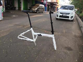Frame Sepeda Lipat Folding Bike white