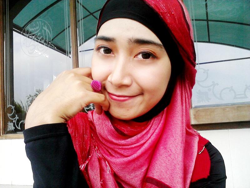 Cewek Igo manis pakai hijab selfie di depan masjid Githa Algian Yusnia Putri