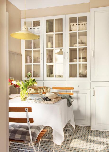 Amenajare practică, în tonuri neutre pentru o bucătărie de numai 9 m²