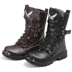 ebaca9335 Esse modelo de bota é mais utilizado pelos motociclistas que utilizam motos  custons, elas devem ser extremamente resistentes e feitas em couro parte  externa ...