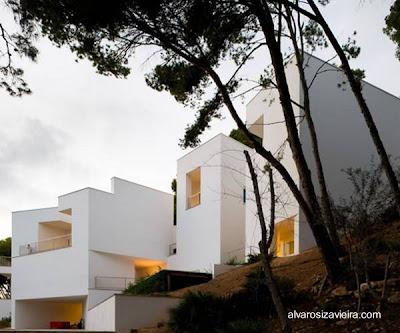 Residencia de diseño geométrico estilo Neo Mediterráneo