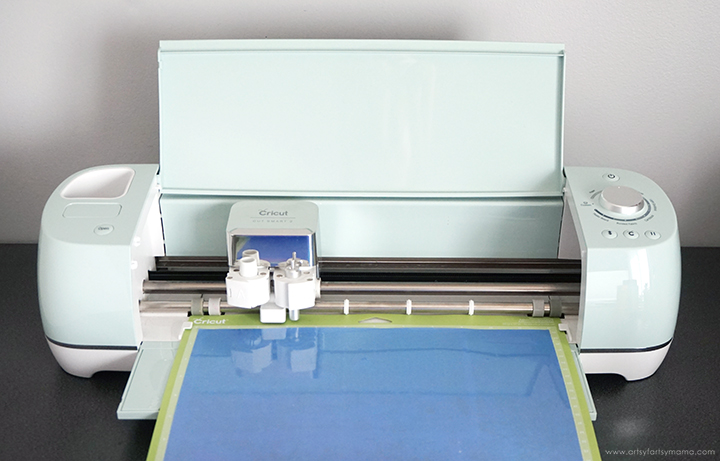 Cricut Explore Air 2 machine cutting Iron-On Vinyl