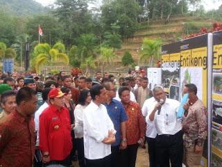 suasana saat kunjungan presiden Jokowi ke proyek PLBN Entikong-Kalbar