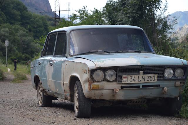 Coche en Armenia