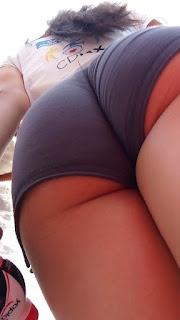 Sexi edecan shorts apretados pequeños