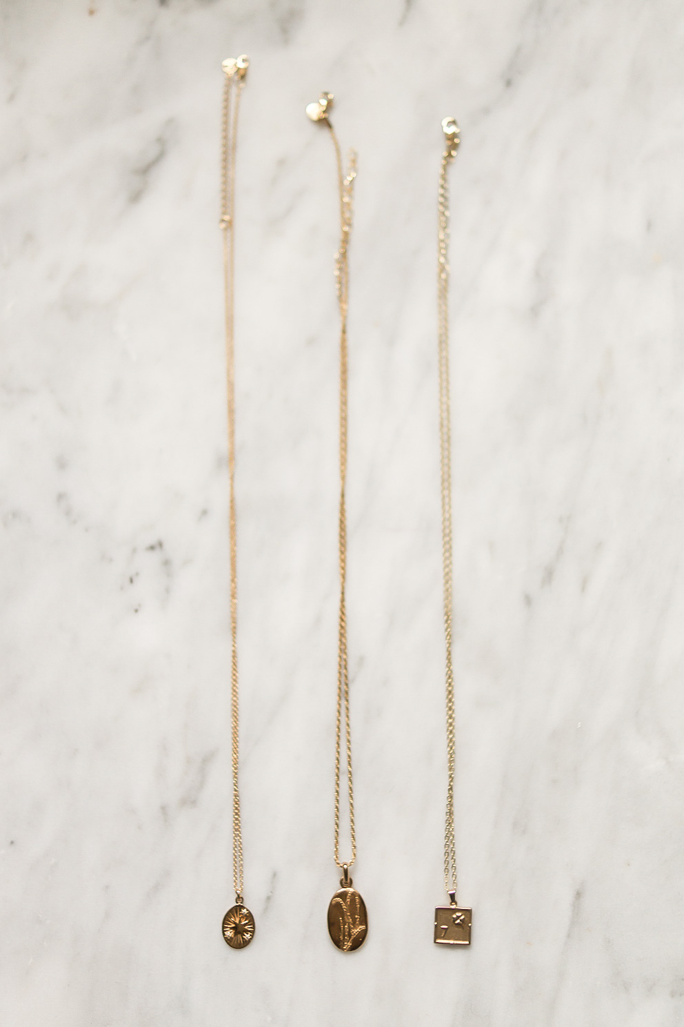 dainty-gold-necklaces-mejuri-daisy-london-edge-of-ember