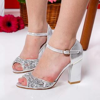 sandale argintii cu toc gros ieftine la moda