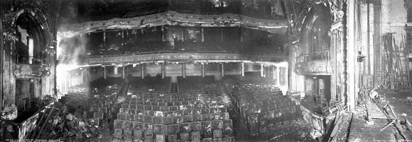 Bagian dalam gedung Teater Iroquois yang terbakar habis