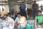 Satgas TMMD Ke- 111 dan Warga Kampung Tola, Gunakan Pertama Kali Masjid Nurul Jihad Akbar Untuk Sholat Jum'at