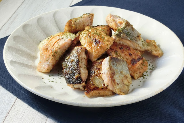 下味つけて焼くだけ!秋鮭のガーリックシュリンプ