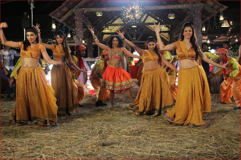 Actress Mumaith Khan Navel Show Photos