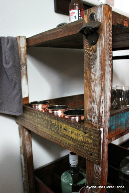 bar cart, rustic industrial, pallets, reclaimed wood, salvaged, bar, moscow mule, http://goo.gl/vDoqBv
