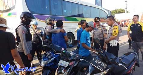 Razia Preman di Bekasi, Polisi Sita Ratusan Botol Miras