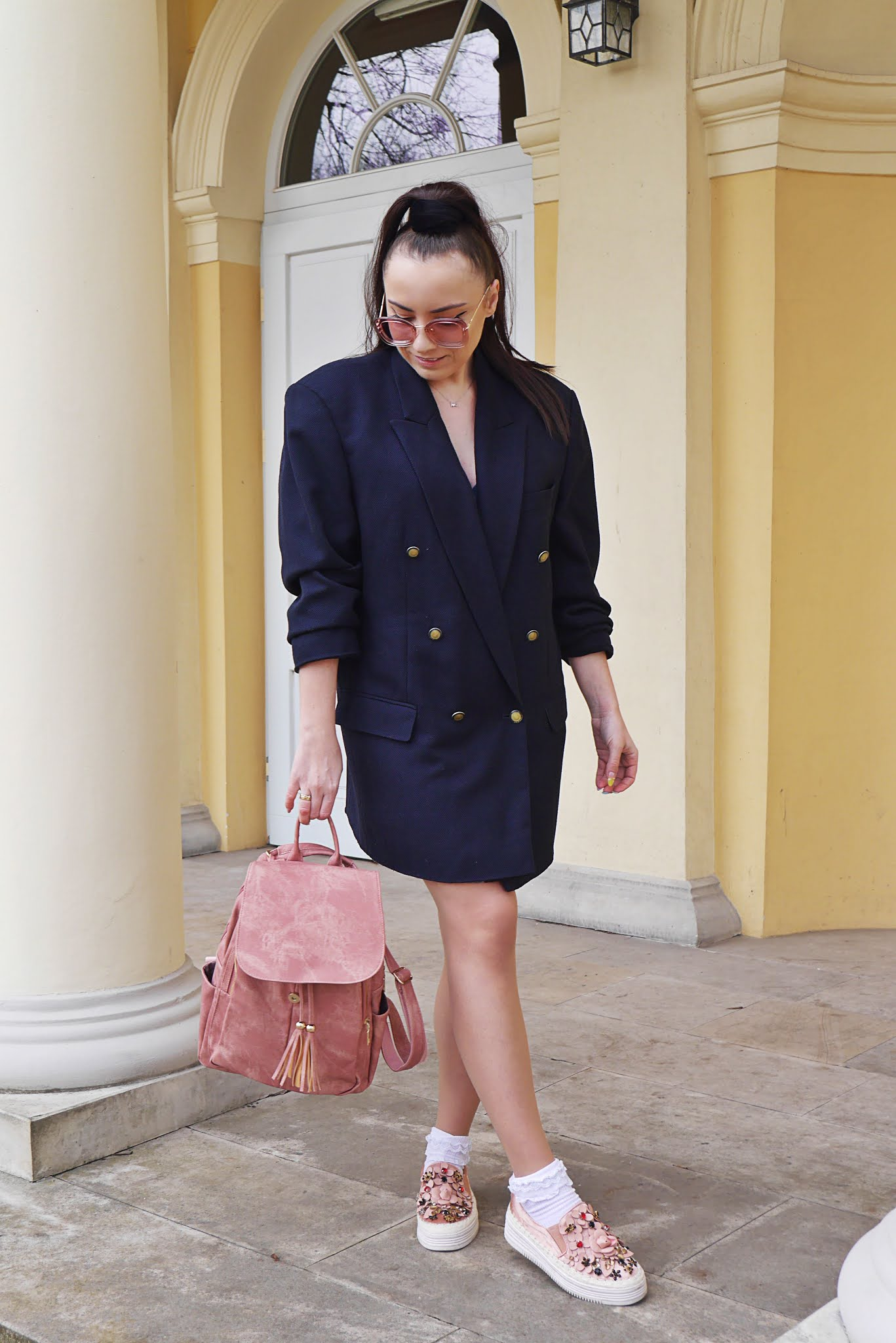 fashion blogger look outfit ootd oversize blazer armani giorgio pink sunglasses spring look
