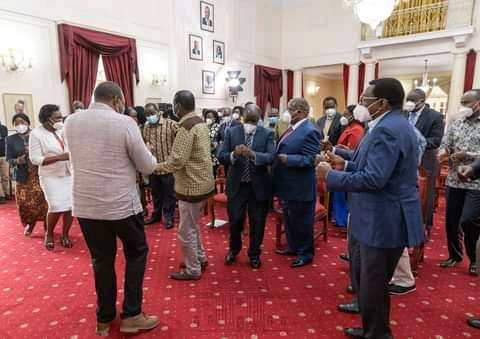 President Uhuru Kenyatta entertains ODM leader Raila Odinga and Nyanza MPs at State House on Friday, May 28, 2021 ahead of Kisumu tour