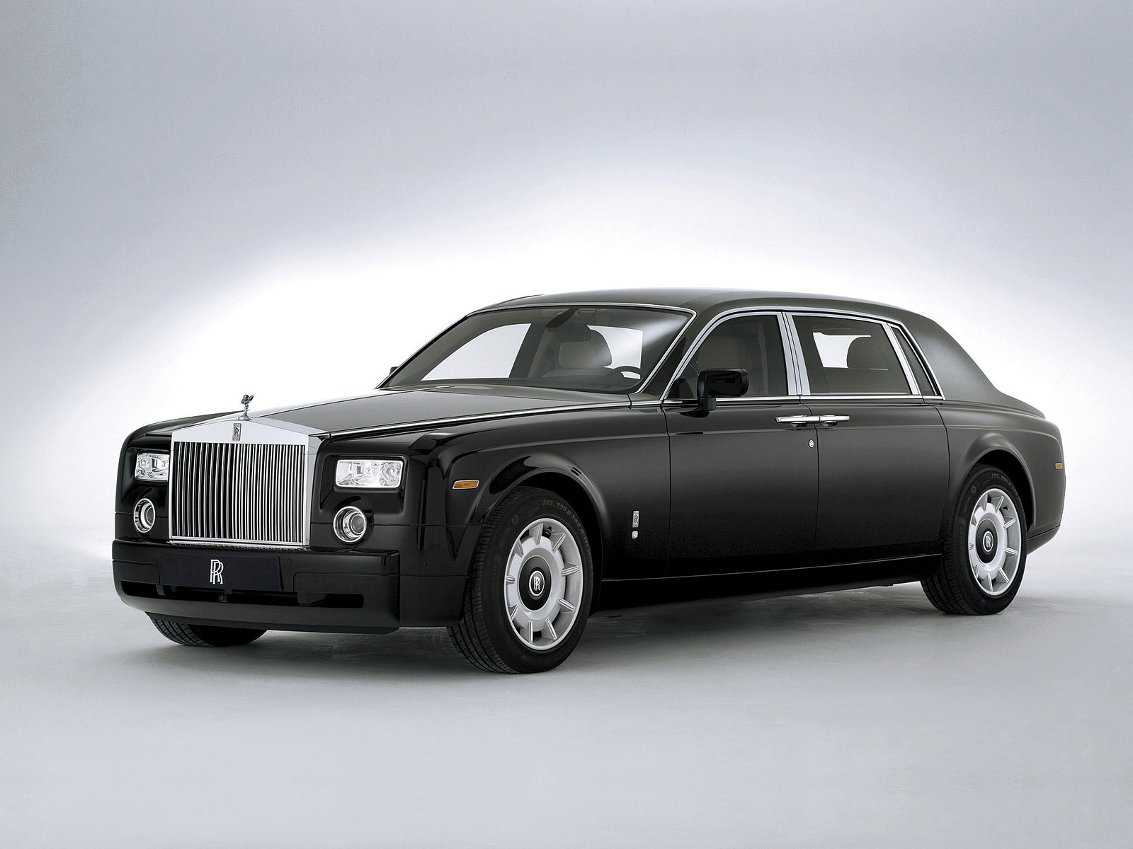 Ilona Wallpapers Royal Royals Car Wallpapers Latest 2011 Hd Wallpapers