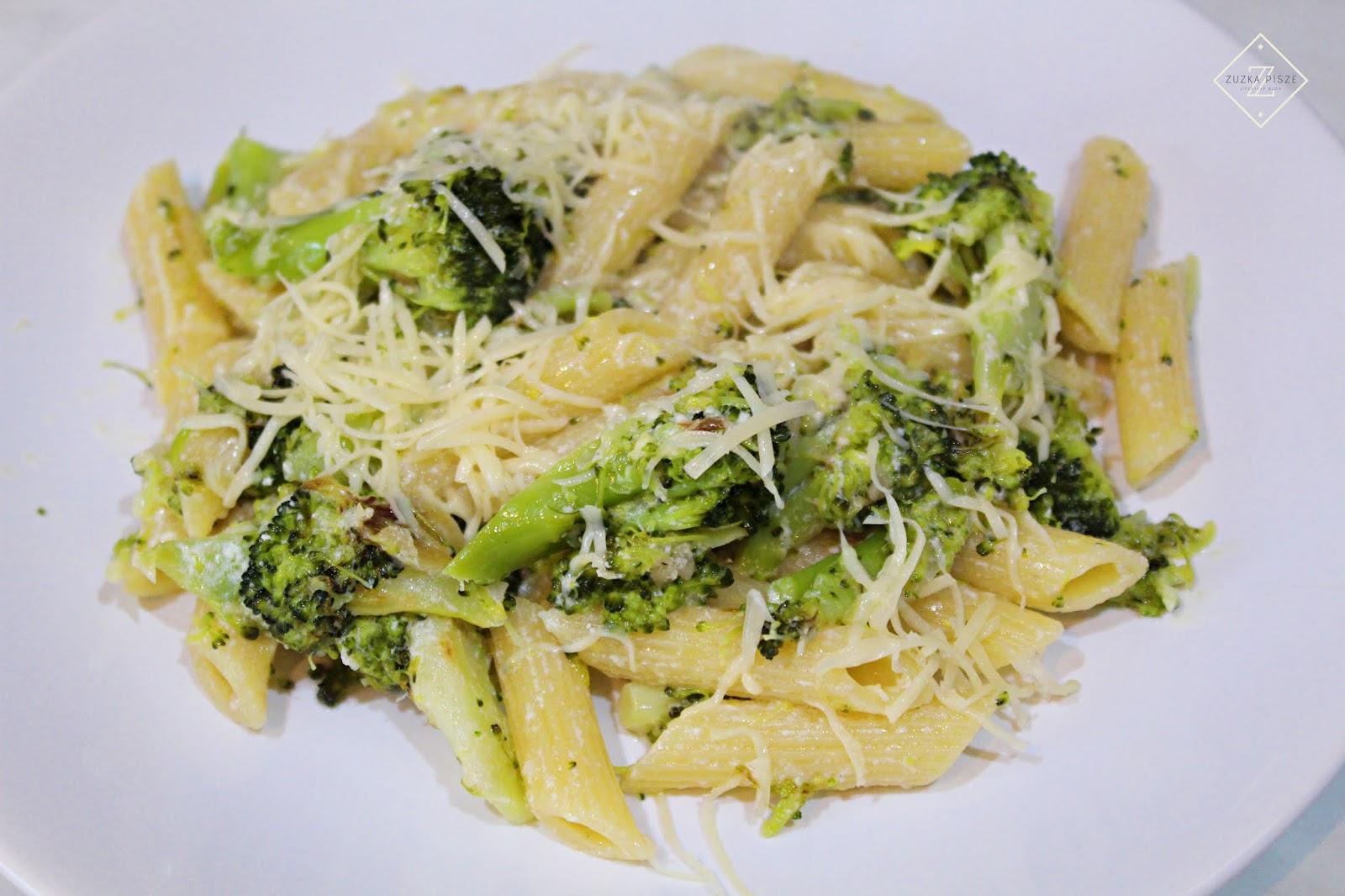 Penne z brokułami w sosie czosnkowo-śmietanowym - przepis