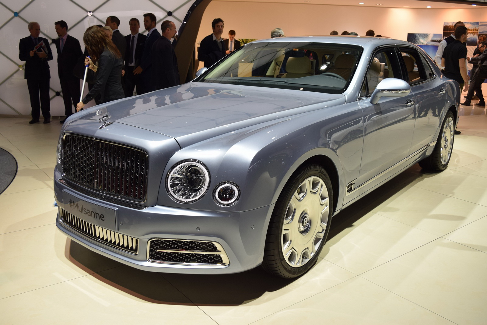 2017 bentley mulsanne shows its new face in geneva carscoops. Black Bedroom Furniture Sets. Home Design Ideas
