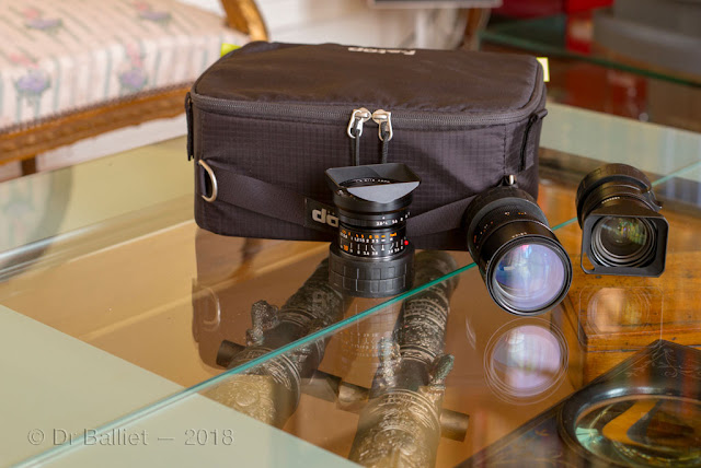 Fourre-tout du photographe  f-Stop - F-Stop photographic tote; Some Leica lenses.