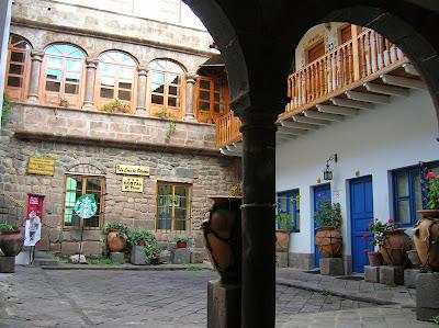 Patio Hostal La Casa de Selenque, Cusco, Perú, La vuelta al mundo de Asun y Ricardo, round the world, mundoporlibre.com