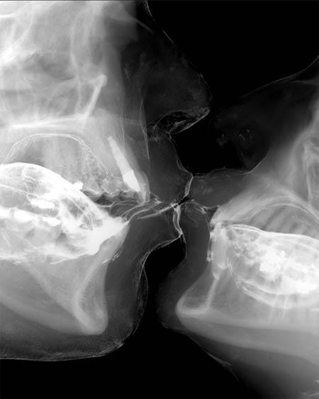 Kiss on niple